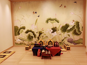 """The """"paebek"""" room to formally meet the groom's parents."""
