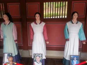 The different costumes used by Youngae Lee, who played Janggeum.